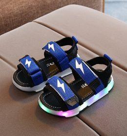 Sepatu Sandal Anak Dengan Lampu LED Menarik