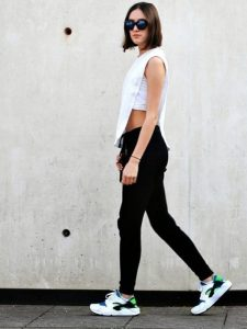 5 Fashion Keren dengan Sneakers