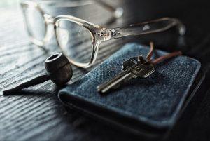 4 Rekomendasi Dompet dan Clutch Pria