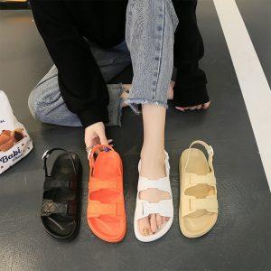 5 Rekomendasi Sandal dan Sepatu Nyaman Untuk Aktivitas