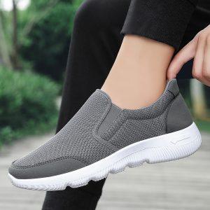3 Cara Memilih Sepatu Slip On yang Nyaman